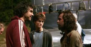 """Alfonso Cuarón, Gary Oldman i Daniel Radcliffe na planie filmu """"Harry Potter i Więzień Azkabanu"""" (2004)"""