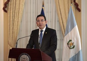 https://commons.wikimedia.org/wiki/File%3AJimmy_Morales_(abril_de_2016).jpg